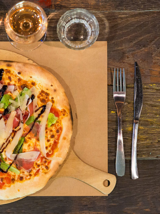 la-fabrik-steakhouse-food-&-drink-restaurant-bar-hangar-quai-rouen-seine-21-pizza-525x700